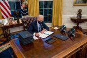 Biden e i primi 17 decreti per smantellare Trump