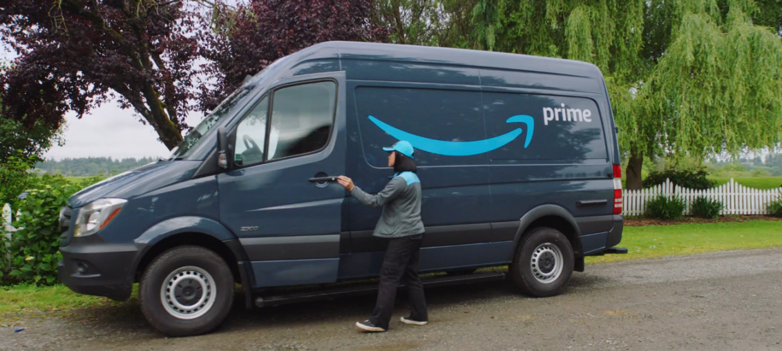Amazon, non solo braccialetto elettronico. Videocamere e AI sui furgoni dei corrieri