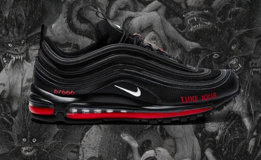 "Le nuove scarpe Nike sataniche ""Satan Shoes"""